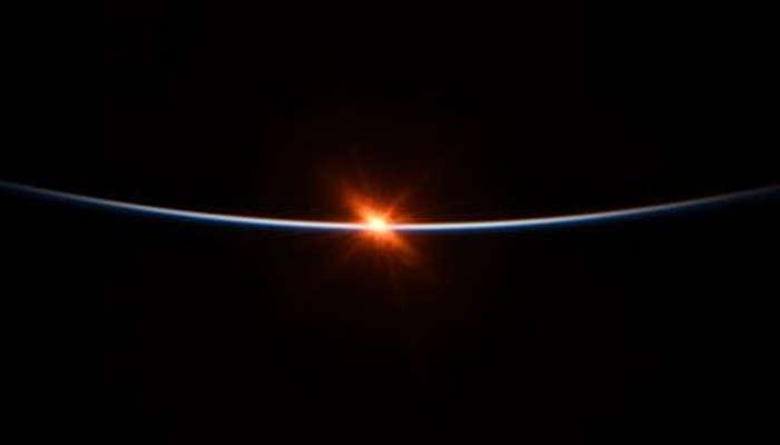 Penampakan Menakjubkan, Foto Matahari Terbit dari 'Bawah' Planet Bumi